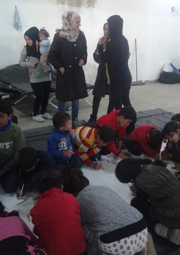 Τα παιδιά ζωγραφίζουν και οι μανάδες τους θαυμάζουν